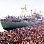 Albanian-refugees-to-Bari-Italy_1991